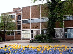 300px-Derby_Museum_Flowers_2475926344_d64a8a8f6e_o